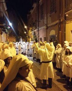 Tradizioni sarde: Riti della settimana Santa a Cagliari #pasqua2016 #cagliariturismo #love_united_casteddu #loves_cagliari #loves_details #igercagliari #volgocagliari #vivosud #tradizionisardegna #loryandalpha #lory_landscape #pics_at_home #scatti_italiani #love_home_chic #lovers_home4 - via http://ift.tt/1zKqJ1x