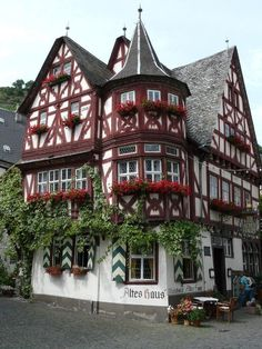 Altes Haus- Bacharach, Germany Restaurant that has been in existence since the Amazing atmosphere and rich history, not to mention the really good German food. Vacation Destinations, Vacation Spots, Beautiful Sites, Beautiful Places, Places To Travel, Places To See, World Cities, Central Europe, Beautiful Buildings