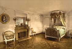 Google Image Result for http://www.historicalstockphotos.com/images/xsmall/8_bedroom_of_marie_antoinette_at_petit_trianon.jpg