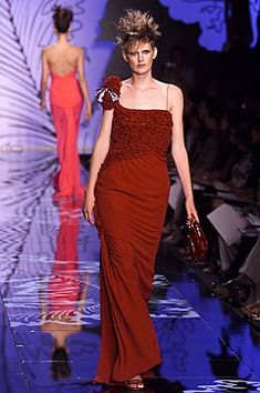 Valentino Fall 2001 Couture Fashion Show - Stella Tennant, Valentino Garavani