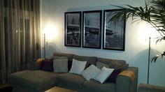 NA   Styling fotolijsten boven de bank na STIJLIDEE Interieuradvies via www.stijlidee.nl