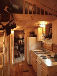 gastineau oak log cabins to go on wheels 004   400 Sq. Ft. Oak Log Cabin on Wheels