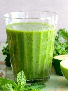 Centrifugato super depurativo ananas spinaci lime: un vero mix vincente per depurarsi da tossine e scorie in eccesso e tornare in forma per l'estate.