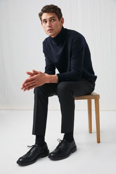Model front image of Arket merino roll-neck jumper in blue Turtle Neck Men, Roll Neck Jumpers, Mens Sale, Needles Sizes, Knitted Fabric, Rib Knit, Knitwear, Normcore, Mens Fashion