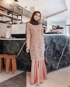 50 New Ideas Dress Casual Patterns Simple Dress Brukat, Hijab Dress Party, Kebaya Dress, Kebaya Hijab, Dress Brokat Muslim, Kebaya Muslim, Muslim Dress, Muslim Fashion, Hijab Fashion