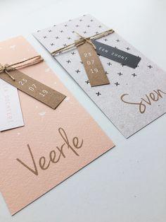 Lief langwerpig geboortekaartje voor een meisje met een patroon van vallende bloemetjes en stoer geboortekaartje voor een jongen met een patroon van kruisjes. Leuk idee: bestel er labels bij in dezelfde stijl. Zie 'ook verkrijgbaar'. Dit kaartje met labels is extra mooi op structuur papier! | Geboortekaart | Geboortekaartjes | Labels | DIY |