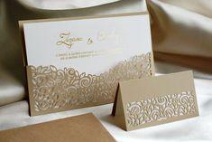 DECENTNÉ, NO ZÁROVEŇ PREPRACOVANÉ. 😊  Presne také je toto oznámenie, ktoré je súčasťou svadobného setu s presným vylaserovaným výsekom. Text na perleťovom papieri je natlačený horúcou zlatou ražbou. Oznámenie Vám môžeme vyrobiť ako súčasť setu alebo samostatne. 😊  #svadobneoznamenia #svadba #zasnuby Place Cards, Anniversary, Place Card Holders, Valentines, Weddings, Paper, Card Wedding, Die Cutting, Valentine's Day Diy