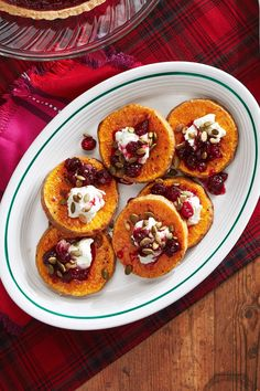 Roasted Squash with Goat Cheese and Poached Cranberries Its the perfect Thanksgiving side dish or Christmas side dish! But this roasted squash also makes for an epic weeknight dinner anytime in the fall and winter. Healthy Christmas Recipes, Holiday Recipes, Dinner Recipes, Christmas Desserts, Thanksgiving Side Dishes, Thanksgiving Recipes, Hosting Thanksgiving, Thanksgiving Turkey, Roasted Squash