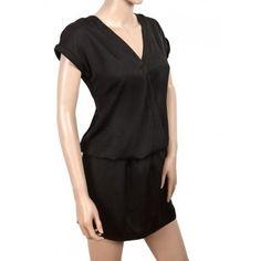 Vestido corto cruzado de satén negro. Material(es) 100% Poliéster.Color(es) Negro.