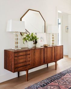 You need to see jewelry designer Jennifer Meyer's midcentury-modern-meets-bohemian home renovation courtesy of One Kings Lane—the result is a cozy and inviting space speckled with California style and feminine touches. This credenza and mirror combo make Retro Interior Design, Interior Design Minimalist, Modern House Design, Minimalist Bedroom, Mid Century Interior Design, Modern Houses, Minimalist Living, Small Houses, Retro Home Decor