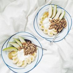 Making pretty breakfasts in bed for the boyfriend & not letting him touch it till I get a good // Plain Greek yogurt with fresh pears, banana, honey & @naturespathorganic ginger zing granola