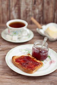 Η ζωή θέλει γλυκά πρωινά με Κρις Κρις και μαρμελάδα φράουλα! #apolafsi #snack