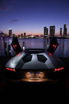 Lamborghini Aventador Roadster a cielo abierto.