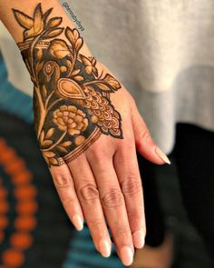 Best Beautiful Front and Back Hand Mehndi Designs For Bridal! Peacock Mehndi Designs, Henna Art Designs, Mehndi Designs 2018, Stylish Mehndi Designs, Mehndi Design Photos, Dulhan Mehndi Designs, Wedding Mehndi Designs, Mehndi Designs For Fingers, Mehendi