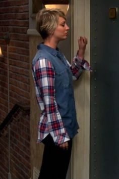 Kaley Cuoco as Penny on The Big Bang Theory, Season 8 episode 21, wearing a Rails Harper Denim and Plaid Shirt. #kaleycuoco #style