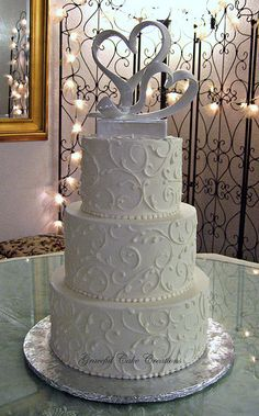 Love the lace-like effect on the cake.  White Buttercream Wedding Cake
