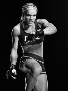 Photos That Prove Strong Is The New Sexy So take a deep breath and kick some ass. Female Martial Artists, Martial Arts Women, Muay Thai, Strong Women, Fit Women, Workout Videos For Women, Female Fighter, Fitness Motivation Pictures, Muscular Women