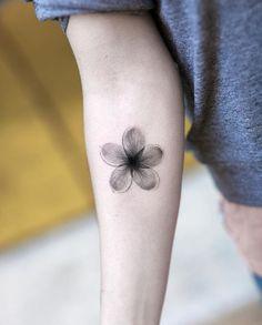 A Woman's Guide to Ink - 80 Extraordinary Tattoo Examples - Page 9 of 9 - Straight Blasted Trendy Tattoos, Unique Tattoos, Tattoos For Women, Small Tattoos, Form Tattoo, Shape Tattoo, Wrist Tattoos, Body Art Tattoos, Tattos