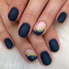 Elegant navy blue nail colors and designs for a Super Elegant Look <br> Whether you're looking for simple or intricate, floral patterns these dark blue nail colors will sure make you look super elegant look. Navy Blue Nail Designs, Navy Blue Nails, Blue Matte Nails, Blue Glitter Nails, Rose Gold Nails, Colorful Nail Designs, Dark Nail Designs, Dark Nude Nails, Navy Nail Art