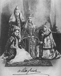 "Romanov Anniversary Ball - GD Vladimír Alexandrovič great od Grand Duchess ""Miechen""Maria Pavlovna elder Mecklenburg-Schwerin With ladies od waiting Russian Winter, Russian Folk, Russian Style, Historical Costume, Historical Clothing, Costume Russe, Catalina La Grande, Folk Costume, Costumes"