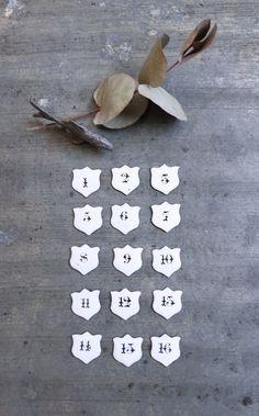 Image of Anciens petits numéros émaillés en forme d'écusson