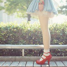 alice-in-wonderland-artsy-dress-formal-girl-Favim.com-131612.jpg 500×499 pixels