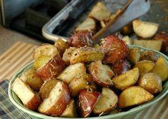Cartofi copti cu rozmarin si usturoi Potato Salad, Potatoes, Ethnic Recipes, Food, Potato, Essen, Meals, Yemek, Eten
