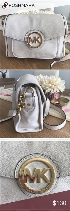 """MICHAEL KORS MARGO LEATHER CROSSBODY BAG 💗Condition: EUC, no rips, holes. Flaws noted on pictures. Handles intact. MK emblem has scratches. Please see pictures. Inside no stains or rips. Authentic bag. Color: off white Retail price $268-  Size approx: 9""""x6.5""""x4"""", drop down 21""""(adjustable) 💗Smoke free home/Pet hair free 💗No trades, No returns. No modeling  💗Shipping next day. Beautiful package! 💗ALL ITEMS ARE OWNED BY ME. NOT FROM THRIFT STORES 💗All transactions video recorded to ensure…"""