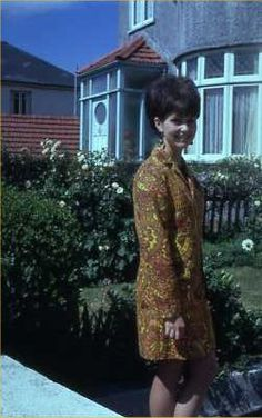 mum in the 60s wearing a loud dress