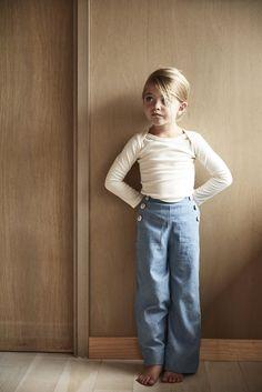 remy sailor pants in light washed denim Little Girl Fashion, Kids Fashion, Toddler Outfits, Kids Outfits, Sailor Pants, Kids Wardrobe, Inspiration Mode, Lookbook, Stylish Kids