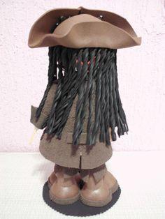 Boneco Fofucho Jack Sparrow - Piratas do Caribe (Johnny Depp). feito em E.V.A. ideal para presentes, lembranças e decoração, arte em eva.  *** Pode escolher fofucho com chapéu ou lenço.  *** Acompanha embalagem.