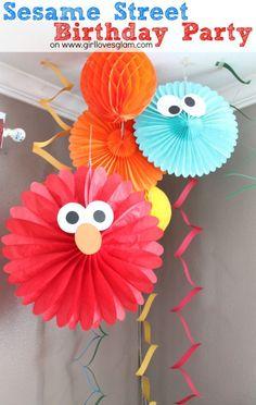 DIY Sesame Street Birthday Party Decorations on www.girllovesglam... #birthday #decor