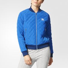The dynamic, urban feel of New York City comes alive with this women's track jacket. Graffiti-style graphics line the interior of the quilted zip-up for a bold, street-ready look. A large silicone Trefoil flashes across the back.
