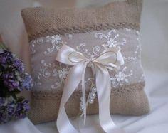 Cesto di fiori e portatore dell'anello cuscino Set di CraftStories