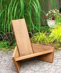 Угловое кресло из досок для дачи