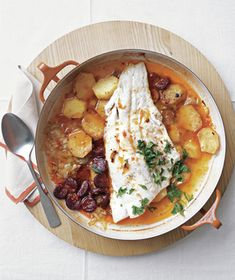 Baked Cod and ChorizoIngredients 2 	 tablespoons 	 olive oil 4 	 ounces 	 Spanish chorizo (cured sausage), thinly sliced 1 	 pound 	 Yukon gold potatoes, sliced 1/4 inch thick 2 	 leeks (white and light green parts), cut into thin half-moons 1/4 	 teaspoon 	 crumbled saffron threads Kosher salt and black pepper 1 	 1 1/2-pound 	 piece cod fillet 1/4 	 cup 	 fresh flat-leaf parsley, roughly chopped