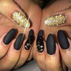 #ShareIG I'm obsessing over our jeweled nail.  By @oleydis_naillounge #nails #nailbar #nailartist #naillounge #nailitdaily #fcnails