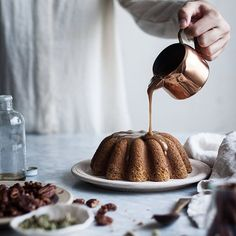 Caramel drizzles to top off a lovely weekend. Time to prepare mentally for the dive back into the fray. Hope you are all enjoying your Sunday! . http://thekitchenmccabe.com/2016/11/01/pumpkin-butter-cake-maple-bourbon-caramel-candied-pecans/ . #caramel #pumpkin #maple #glutenfree #autumncake #refinedsugarfreecake #glutenfreecake #cake #onmytable #thatsdarling #slowliving #theartofslowliving  #selfsufficient #feedfeed @thefeedfeed #yahoofood #f52grams #wsbakeclub #bakersofinstagram…