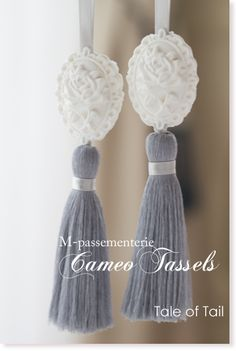 1dayレッスン「カメオタッセル」 | Tale of Tail Pom Pom Crafts, Yarn Crafts, Sewing Crafts, Diy And Crafts, Salt Dough Christmas Ornaments, Clay Ornaments, Diy Tassel, Tassels, Tulle Poms