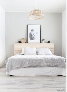 Blanco y negro son los colores nórdicos por excelencia, los neutros y los blancos también si además combinamos con madera y fibras naturale. King Bedroom, Home Bedroom, Bedroom Furniture, Home Furniture, Bedroom Decor, Minimal Bedroom, Bedroom Styles, Home Staging, New Room