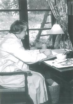 Martta Wendelin was a Finnish artist whose work was widely used to illustrate fairy tales and books, postcards, school books, magazine and book covers. Children's Films, Book And Magazine, Magazine Covers, Tove Jansson, Pretty Drawings, Children Images, Scandinavian Christmas, Artist At Work, Martini
