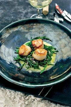 Seared scallops with sea beans Pureed Food Recipes, Fish Recipes, Seafood Recipes, Vegetarian Recipes, Healthy Recipes, Happy Foods, Snack, Food Presentation, Food Inspiration