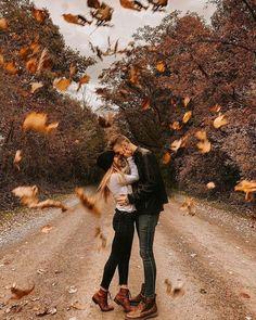Couple Photoshoot Poses, Couple Picture Poses, Couple Photography Poses, Autumn Photography, Picture Ideas, Couple Shoot, Boudoir Photography, Friend Photography, Photo Ideas