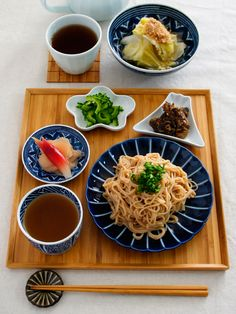 Japanese Soba Noodle Dish at Home 蕎麦 - this is probably totally my style, would like to try...