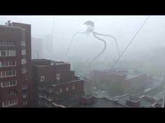 un espantoso trípode extraterrestre  invade Rusia