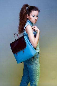 Голубой кожаный рюкзак с коричневым верхом