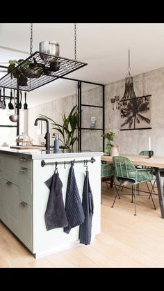 I bet everybody loves an industrial kitchen style. It's aesthetically pleasing even if not the most popular trend in kitchen design. Industrial Kitchen Design, Vintage Industrial Decor, Industrial House, Kitchen Interior, Kitchen Decor, Industrial Farmhouse, White Industrial, Kitchen Unit, Kitchen Ideas