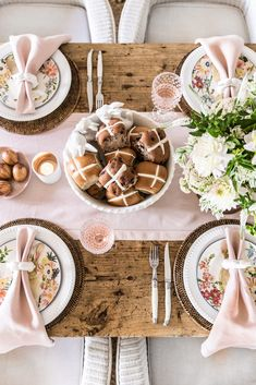 Cottonwood and Co - pink and copper easter table setting - country style table settings Easter Table with Pottery Barn - COTTONWOOD AND CO Easter Table Settings, Easter Table Decorations, Brunch Table Setting, Easter Centerpiece, Easter Dinner, Easter Brunch, Easter Party, Easter Gift, Happy Easter