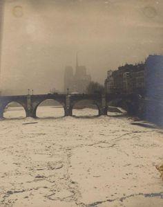 La Seine à Paris Hiver, 1891 3 tirages argentiques d'époque, titré dans l'image (2) Env. 25,5 x 19,5 cm