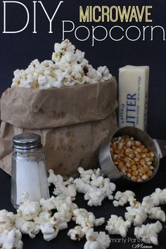 Microwave Popcorn - Stay away from the chemical and make your own microwave popcorn! The recipe is so simple you'll wonder why you ever paid a dime for the store bags of popcorn! Enjoy this healthy snack with a movie! Yummy Snacks, Healthy Snacks, Yummy Food, Tasty, Healthy Popcorn, Popcorn Snacks, Popcorn Bags, Healthy Recipes, Appetizer Recipes